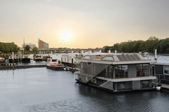 Inachus Floating Home